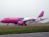 010wizzair-airbus-320-luton-airport-london-england-beograd-london