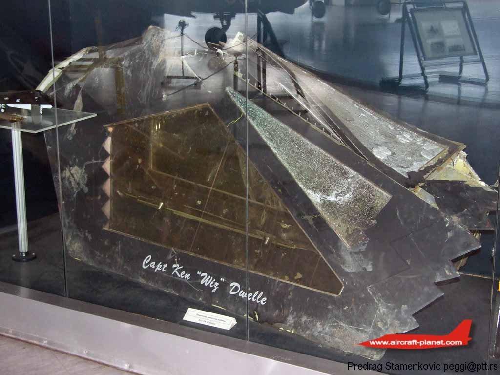 f117a-canopy-in-belgrade-museum.jpg